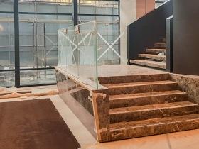 Staklene ograde Elegant - nasadni sistem NX50 - Hotel Hilton Beograd