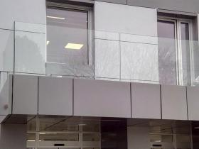 Staklene ograde Elegant - stranični sistem FX50 - Knott Bečej