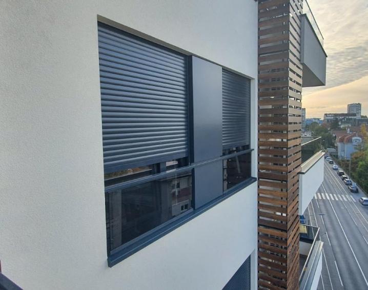 Juliet aluminijumska staklena ograda SL15 na stambeno-poslovnom objektu - Požeška 31 - Beograd