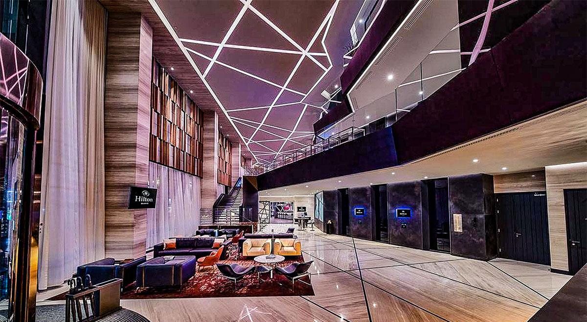 Staklene ograde Elegant - stranični sistem D50 i nasadni sistem NX50 - Hotel Hilton Beograd