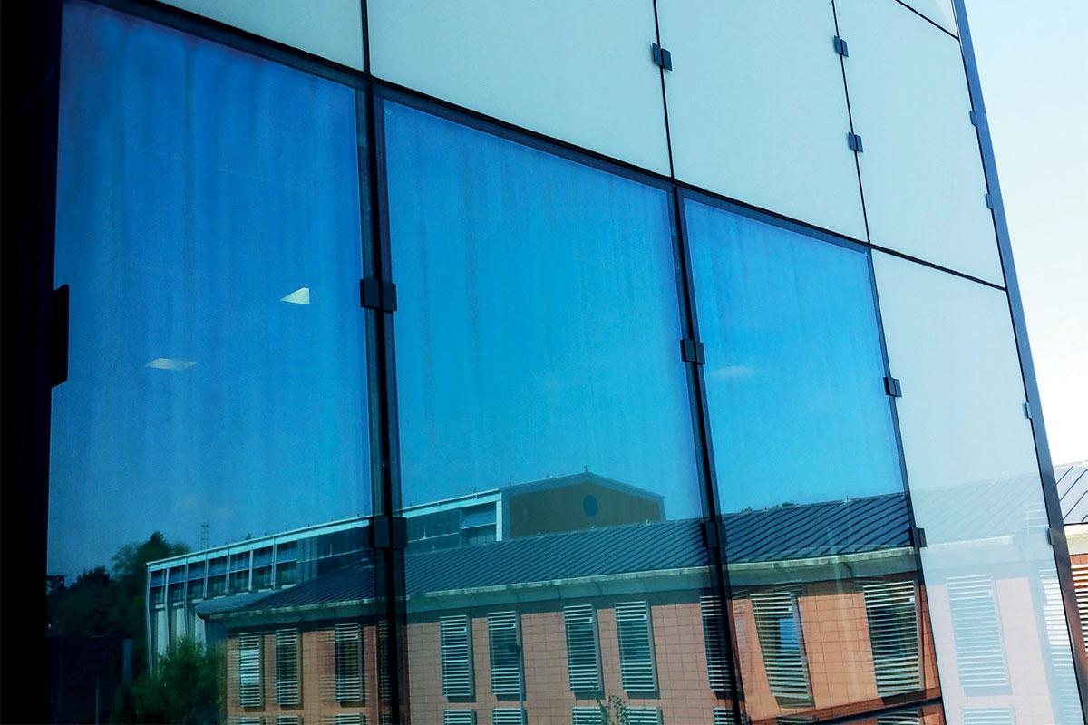Slika 1. Anizotropija vidljiva na fasadi